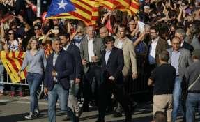 Unas 450.000 personas exigen declarar independencia de Cataluña en respuesta a Rajoy. Foto: AFP