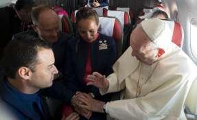 Chile.- Paula Podest y Carlos Ciuffardi, tripulantes del avión fueron casados por el papa Francisco. Foto: AFP