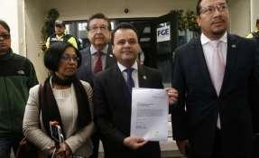 Esteban Bernal entrega 5 mil pruebas que en un principio envió para un juicio político contra Jalkh. Foto: API