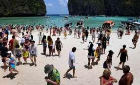 """Repleta de gente, la Bahía Maya no tiene el mismo encanto que en la película """"The Beach""""."""