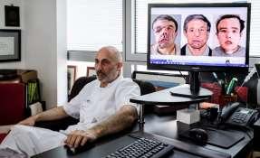 El profesor de medicina francés Laurent Lantieri, especialista en trasplante de manos y rostro. Foto: AFP