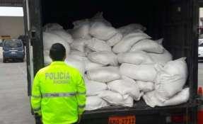 """""""Polo sur"""" fue el operativo que incautó siete toneladas y media de bicarbonato de sodio en el Guasmo Sur. Foto: @PoliciaEcuador"""