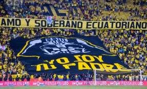 GUAYAQUIL, Ecuador.- El último domingo la hinchada de Barcelona mostró una gran bandera en el Clásico del Astillero. Foto: API