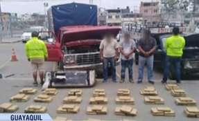 Detectan 150 kilos de marihuana camuflada en camión.
