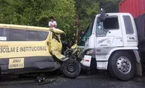 Dos muertos en accidente en la vía Alóag - Santo Domingo. Foto: Twitter