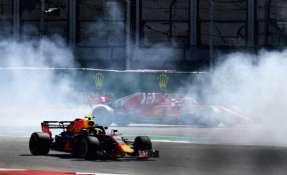 El alemán golpeó su Ferrari contra el Red Bull de Daniel Ricciardo. Foto: CLIVE MASON / GETTY IMAGES NORTH AMERICA