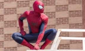 La fortaleza de la telaraña del Hombre Araña le permite columpiarse en edificios. Foto: GETTY IMAGES