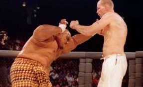 La primera pelea en la historia del UFC fue entre el holandés Gerard Gordeau y el luchado de sumo Teila Tuli.