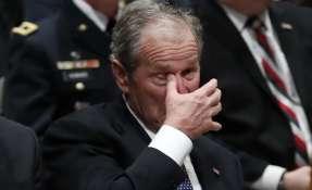 George W. Bush y su gesto dulce con Michelle Obama. Foto: AFP