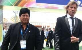 Oviedo junto al entrenador de la selección peruana, Ricardo Gareca. Foto: AFP
