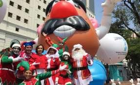 Todo listo para el desfile de globos gigantes en Guayaquil. Foto: Franklin Navarro
