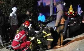 6 muertos por una estampida en una discoteca en Italia.