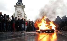 PARÍS, Francia.- Última jornada de protestas provocó un saldo de casi 2.000 detenciones. Foto: AP.