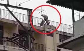 GUAYAQUIL, Ecuador.- Cámara captó al hombre antes de su descenso. Foto: Captura.