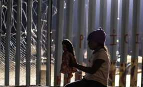 Entre los grupos de migrantes centroamericanos que llegan a la frontera entre México y Estados Unidos hay muchas familias.