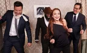 """La actriz y el presentador de televisión se encargaron de parodiar una escena de """"Bird Box"""". Foto: NBC"""