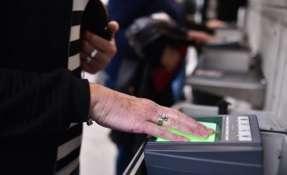 Solicitantes deberán pagar $85 por un examen biométrico obligatorio, según el USCIS. Foto: Referencial/Infobae.