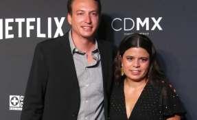 """Los productores de """"Roma"""" Nicolás Celis, de México, y Gabriela Rodríguez, de Venezuela, posan en la alfombra roja. Foto: AP."""