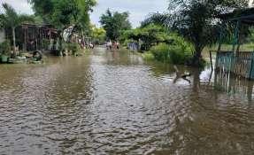 Cientos de familias quedaron afectadas luego de que 4 de los 6 ríos colapsaron. Foto: Merlyn Ochoa