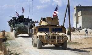 Esta imagen de un video tomado el 7 de marzo y facilitada por la red Arab 24 muestra a fuerzas estadounidenses que efectúan un patrullaje en las afueras de la localidad siria de Manbij, en la provincia de Alepo, Siria. Foto: ARCHIVO AP