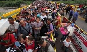 Miles de venezolanos cruzan cada día la frontera hacia Colombia con fines migratorios.