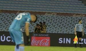 Peñarol celebra uno de sus goles ante Nacional
