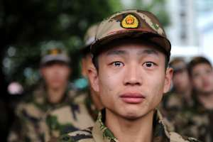 """Estoy agobiado con hombres maduros soñando guerras para que hombre jóvenes vayan a morir"""