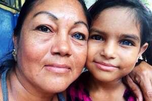 Madre e hija con los mismos ojos