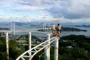 En japón existe una montaña rusa a pedal. ¿Te subirías?