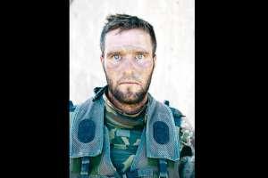 El rostro de un soldado, luego de un combate de 72 horas