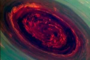Un huracán en Saturno, el tamaño de este huracán es del tamaño de 2 planeta tierra.