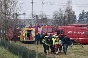 Dos muertos y docenas heridos en descarrilamiento de un tren en Milán / Fotos: AFP