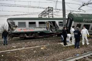 Dos muertos y docenas heridos en descarrilamiento de un tren en Milán