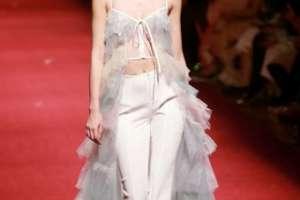 Creación de la colección Lanyu durante la Semana de la Moda de China en Beijing, el 25 de marzo de 2018. Foto: AFP