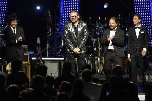 Alex González, a la izquierda, Fher Olvera, Sergio Vallín y Juan Calleros, del grupo de rock Maná. Foto: AP.