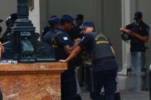 La Policía municipal no solo controlará el comercio informal. Foto: Archivo