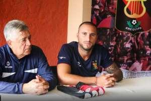 Emanuel Herrera (d.) jugó dos años y medios en Emelec. Foto: Peru.com