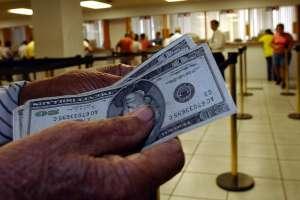 Los principales factores fueron un menor gasto, sumado a una mayor recaudación tributaria. Foto: Archivo