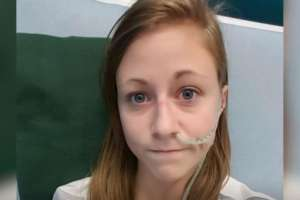 Hannah tenía que alimentarse a través de una sonda conectada a su intestino. Foto: BBC