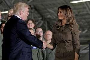 Parece que a Donald y Melania Trump les cuesta mostrar su afecto. Foto: Captura de video