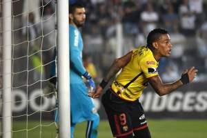 El uruguayo Jonatan Álvez salió expulsado minutos después de marcar el tanto de su equipo.