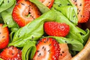 En Estados Unidos las fresas y las espinacas encabezaron la lista de las frutas y vegetales con más pesticidas en 2017.