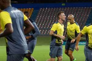 Barcelona entrena en Bolivia a la espera de poder trasladarse a Porto Alegre.
