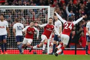 Arsenal se quedó con el derbi de Londres en la Premier League inglesa.