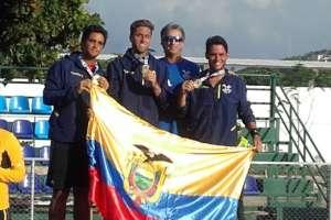 El equipo de tenis consiguió oro en equipos al vencer a Colombia en la final. Foto: Tomada de la cuenta Twitter @ECUADORolimpico