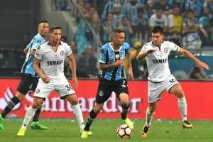 Gremio sacó una mínima ventaja en su estadio ante Lanús por la final de ida de la Libertadores.