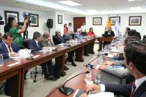GUAYAQUIL, Ecuador.- Gobierno y analistas trataron el endeudamiento del Estado y los ingresos del fisco. Foto: Twitter Lenín Moreno.