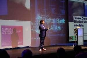 QUITO, Ecuador.- Ramón Heredia, director ejecutivo para Latinoamérica de 'Digital Bank' durante la conferencia que socializó medios de pagos digitales. Foto: Twitter Asobanca.