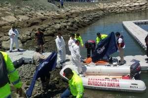 Rescate de cuerpos tras accidente aéreo en Manta, Manabí. Foto: Armada del Ecuador