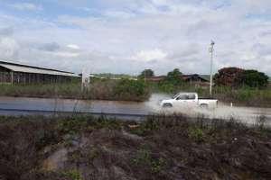 PLAYAS, Ecuador.- El río Engabao del mismo cantón también causó afectaciones en la carretera por crecida. Foto: Cortesía.